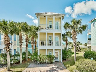 Gorgeous, private, coastal home w/ a shared pool, fitness room!