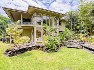 Ocean view home with huge lanai, large wraparound deck - Walk to water!