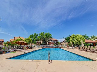 NEW LISTING! Cozy condo w/ shared pools, hot tubs, sports courts, & more