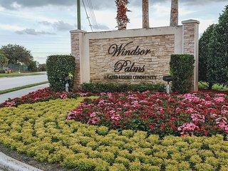 Minnie's Florida Villa - 10 Minutes from Disney!