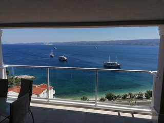 Apartments Hope - Three-Bedroom Apartment with Terrace and Sea View