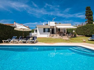 VILLA JARAMA - Comfortable 5 bed villa near the beach, AC, WIFI, sea views.