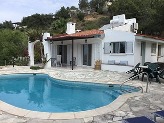 Delightful 2 bedroom, one storey villa with sea views, private pool and wifi
