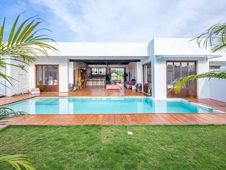 ✯Brand new 3 bedroom villa pool next to the beach✯