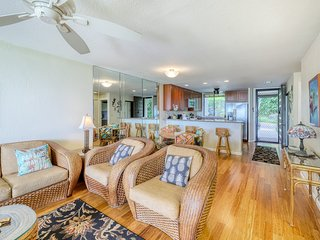 Ground floor unit w/ golf and ocean views, three pools and tennis on site!