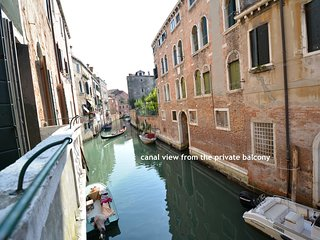 VERNACCIA central and cheap apartment with canal view and private balcony
