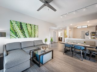 Shuttle to Disney World! | Modern Condo with King & Queen Bedrooms