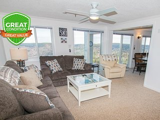 ML270 Family-Friendly! | SLEEPS 10 | 3BR/3BA | Wi-Fi | Village | FREE PARKING