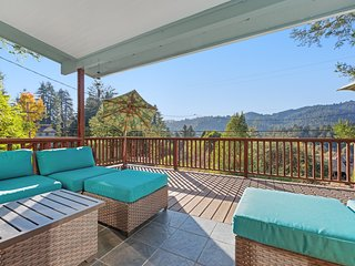 Hillside home near downtown w/ private hot tub & amazing deck views!