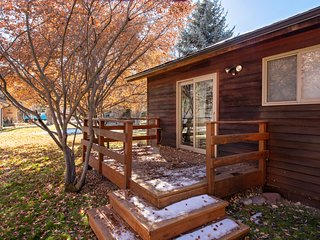 Perfectly Appointed Home, Near Fly Fishing, Golf, Tennis & 24 Miles to Aspen!