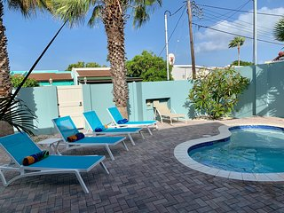 Entire Villa: New Pool, Walk To Beaches, Shops, Dining, Casinos.