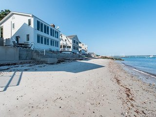 Direct oceanfront pristine home, Niantic Bay, sunrises, private beach,retreat