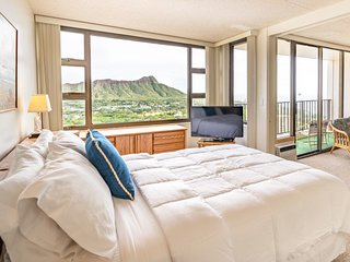 Waikiki Banyan w/Ocean Views |  Free Parking |