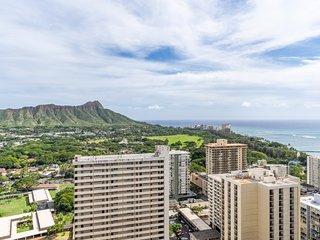 Waikiki Banyan w/Ocean Views |  Free Parking
