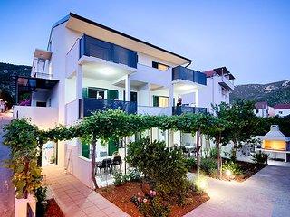 Komiza Apartment Sleeps 2 with Air Con and WiFi - 5644029