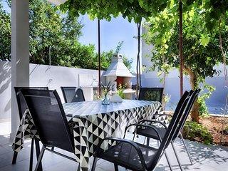 Komiza Apartment Sleeps 4 with Air Con - 5641667