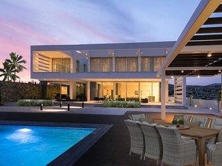 Villa Callista - Super Modern Villa with Sauna Facility