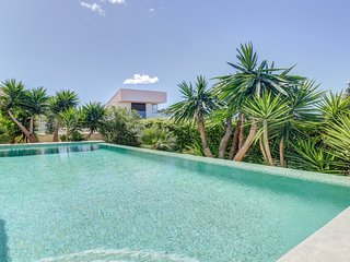 Villa in Alcudia with pool, close to the beach