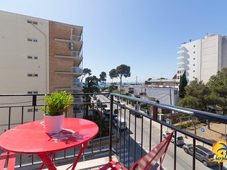 Apartment 10 pax located about 50mts. From the beach Capellans of Salou.