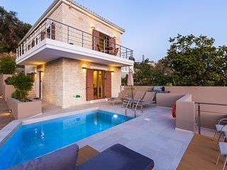 Upper Double with 6 bedrooms, luxury, private pools, serenity