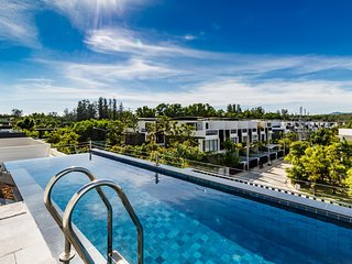LP101 - Private rooftop pool villa in Laguna for 9 people, near restaurants and