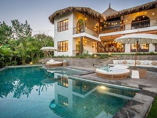 Architectural Masterpiece Villas Complex, 15 BR, Canggu w/ staff