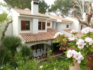 Can Botana Villa, spacious 2 bed villa with shared pool, aircon and wifi