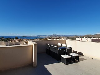 2 Bed 2 Bath Seaview Apartment with Air Con, Wi-Fi & European TV