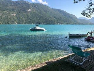 BREDANNAZ, Spacieuse Villa, Vue lac, PONTON ET PLAGE  16 PERS.