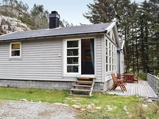 Nice home in Dalsøyra w/ 3 Bedrooms (N21075)