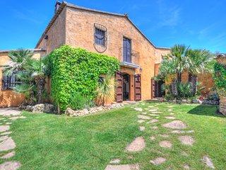 CAL MINGO Rural villa, sleeps 18 (22 with extra beds), near Sitges, BCN