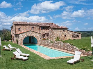 Podere Orcia, Val d'Orcia accommodation with pool for 14 persons with A/C