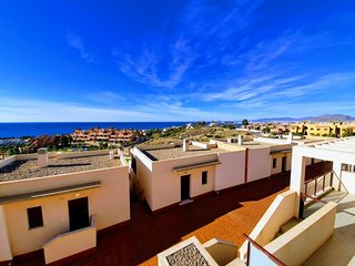 WOW FACTOR SEAVIEW APARTMENT WITH MANY EXTRAS