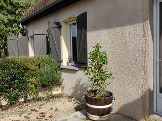 Domaine La Roseraie - Rozier, 4 persons Holiday apartment with pool in Dordogne