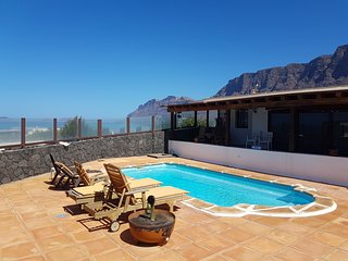 Apartment - 3 Bedrooms with Pool and Sea views - 107939