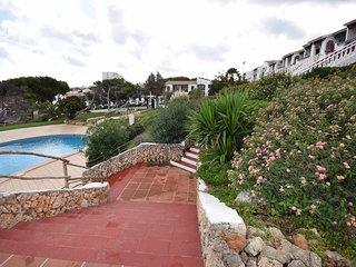 Apartamento a 100mts de la playa y piscina,jardin privado