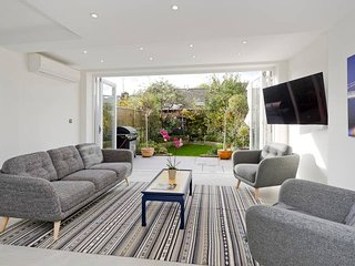 Bright & Spacious 4-Bed Battersea House, W/ Garden