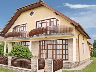 Beautiful home in Balatonmariafurdo w/ WiFi and 3 Bedrooms (UBW388)