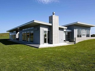 The Perfect Degree - Sandy Bay Modern Holiday Home