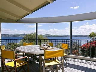 Lake Edge Rainbow Point - Taupo Holiday Home