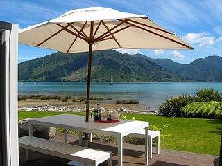 Idyllic Beachside at Mahau Sound - Mahau Sound Holiday Home