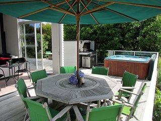Connemara Spa Haven - Mangawhai Holiday Home