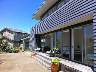 Breezy Views - Simpsons Beach Holiday Home