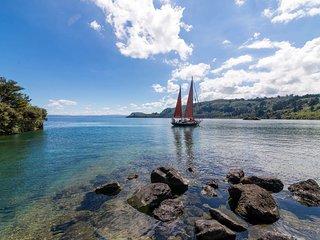 Awanui Lodge - Whakamoenga Point Holiday Home