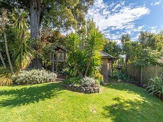 Kahikatea Hideaway - Akaroa Holiday Home