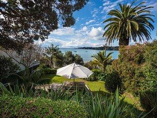 Beachfront Beauty - Waiheke Holiday Home, Abel Tasman National Park