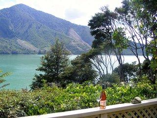 Fernleigh - Moetapu Bay Holiday Home
