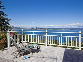 Hello House - Acacia Bay Holiday Home