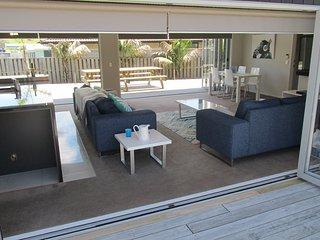 Haven on Kedge with Sky and WiFi - Mangawhai Holiday Home