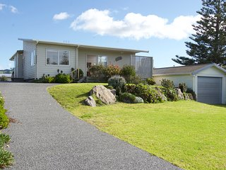 Golden Dawn - Waihi Beach Holiday Home